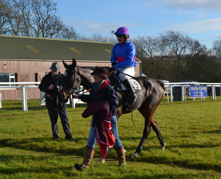 Abs Banks and Hall Kelly return to the winners enclosure