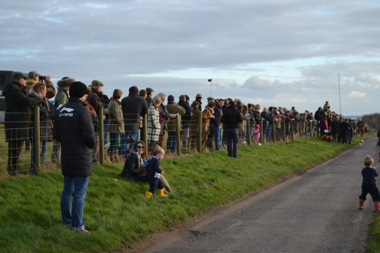 The crowd watch the first circuit in the Dodson & Horrell PPORA Club Members (Nov Rdrs) race