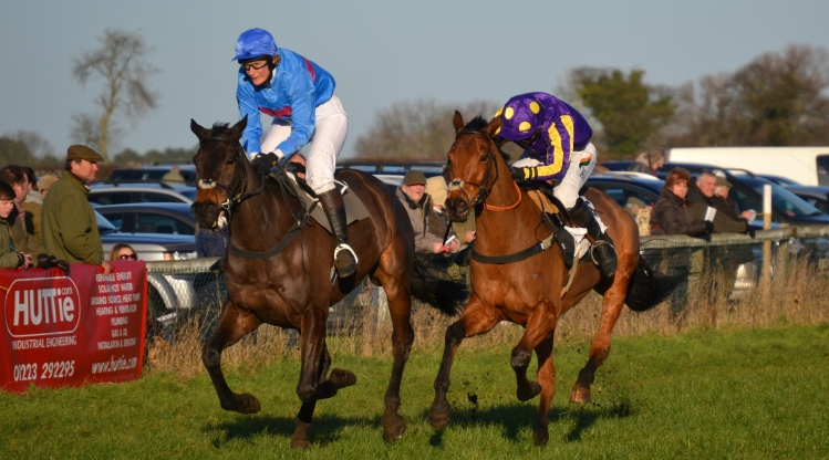 A head seperates Sagalyrique (Angela Rucker) and Latest Trend (Gina Andrews) as they cross the line