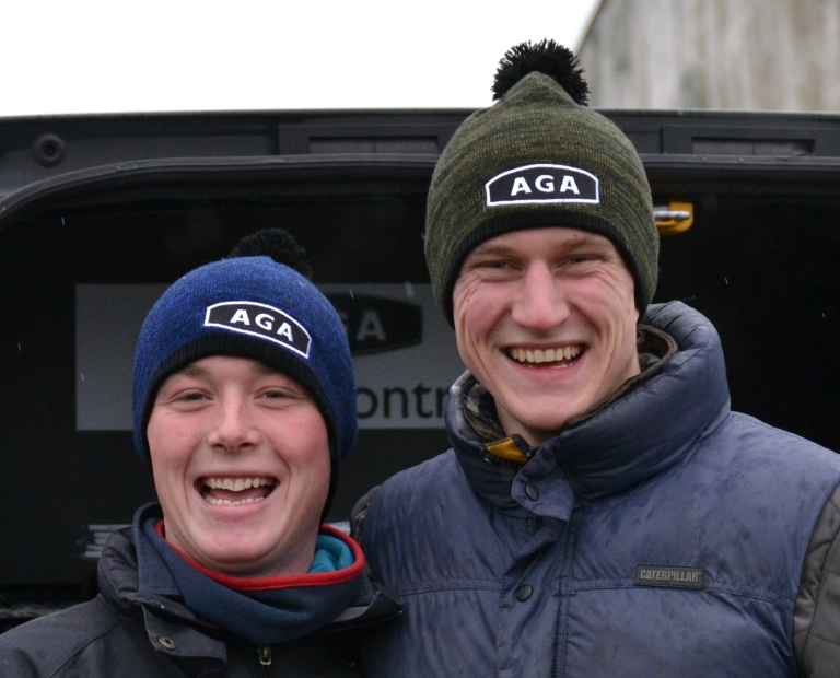 Jockeys Toby Betambau and Pete 'Shep' Mann love their AGA hats