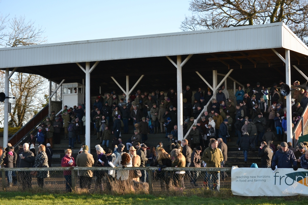 The stand fills up before the Club Members race