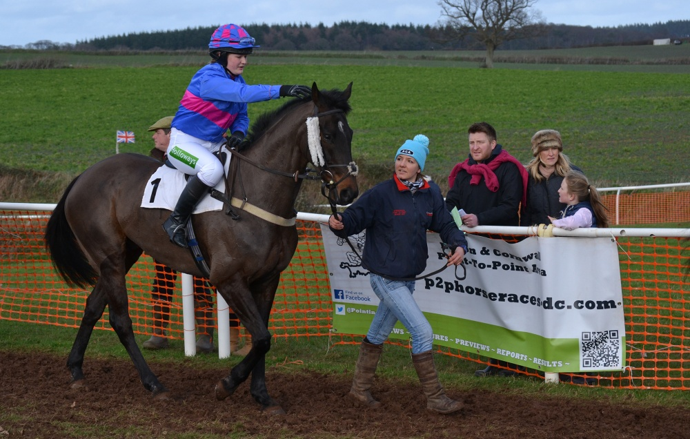 Hannah Lewis was 3rd in the AGA championship for lady riders last season, but she wasn't in the saddle today, instead she had a duel role, trainer & groom, and in the photo she's leading up Bridlingtonbygones (Abs Banks)