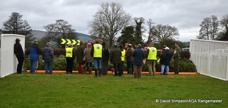 Henry Daly briefs the fence stewards