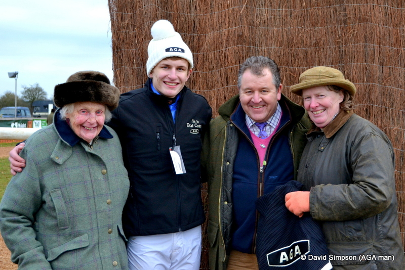 Six times ladies champion and pointing legend, Pat Tollit joined John and Kathryn for a nice family photo