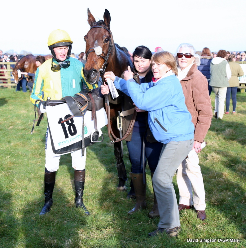 Tom McClorey (Thetalkinghorse) has just won his first AGA sponsored race, it was also the first time we had sponsored a Confined race