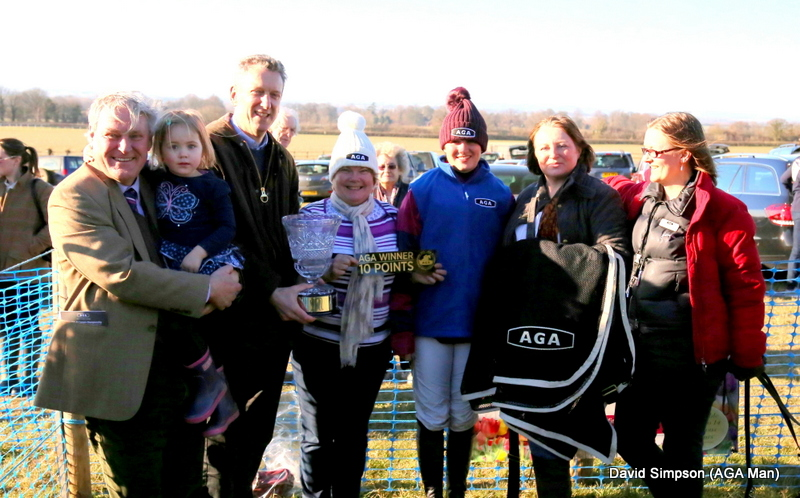 AGA Rangemaster CEO, William McGrath was joined by Julie & Hayley from the local AGA shop in Thame to present mementoes to connections after the race