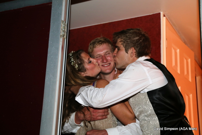 Gina and Johnny give Pete a goodnight kiss!